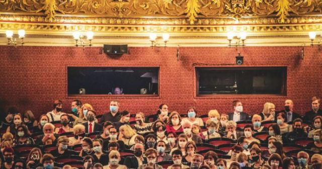 La cultura è genere di prima necessità, non permettiamo l'eutanasia del teatro